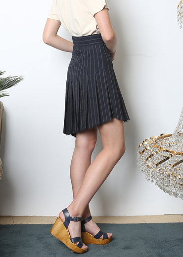 UNBALANCED STRIPED PLEATED SKIRT [NAVY]