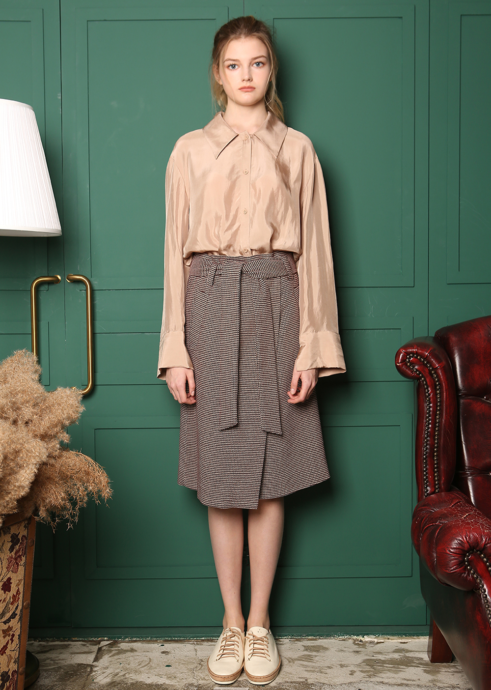 CUPRA BIG COLLAR DETAIL UNBALANCE BLOUSE [BEIGE]