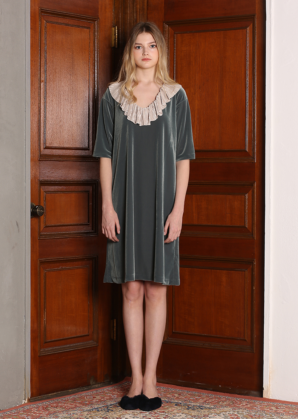 VELVET RUFFLE DRESS [GREEN]