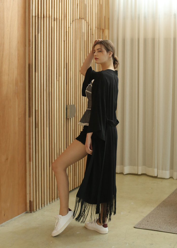 FRINGE ROBE (BLACK)