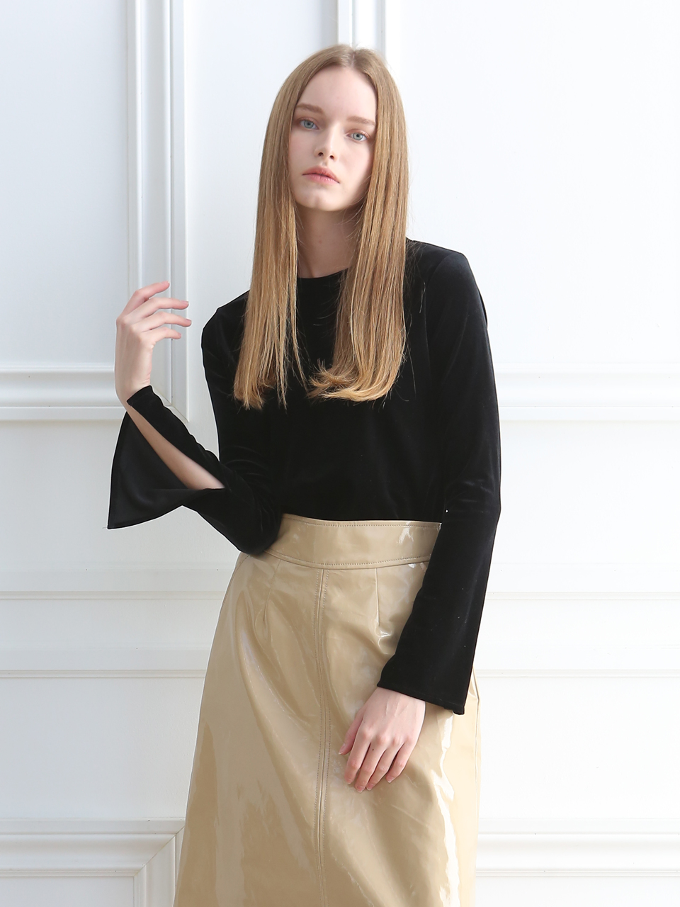VELVET CUT-SLEEVE BLOUSE (JET BLACK)