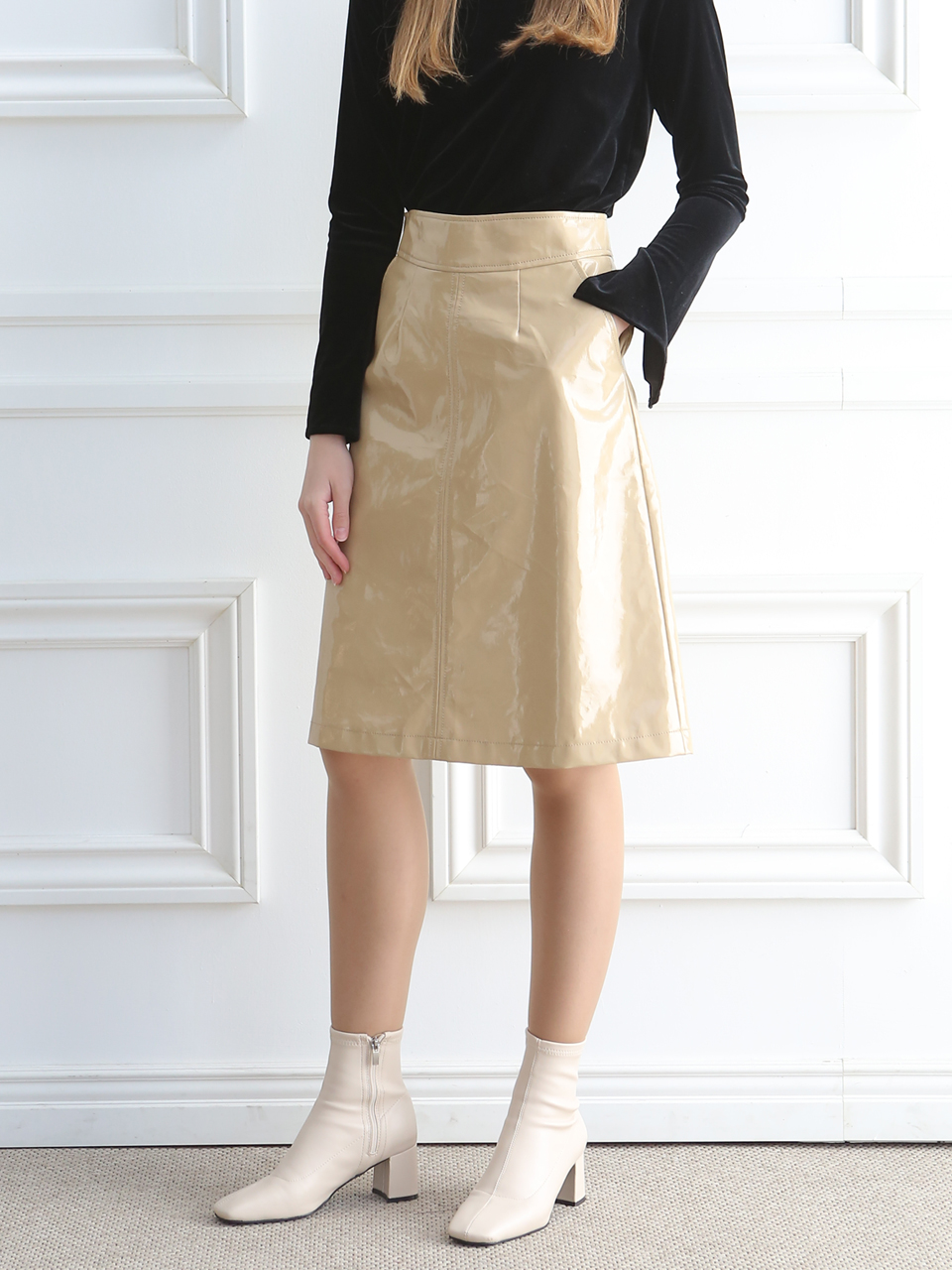 ENAMEL A-LINE SKIRT (YELLOW BEIGE )