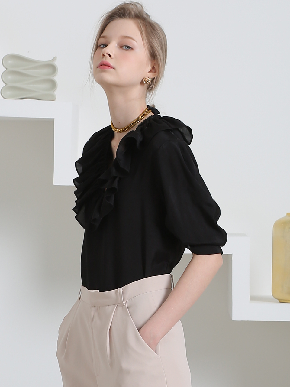 SOFT GLOSSY RUFFLED BLOUSE(BLACK)