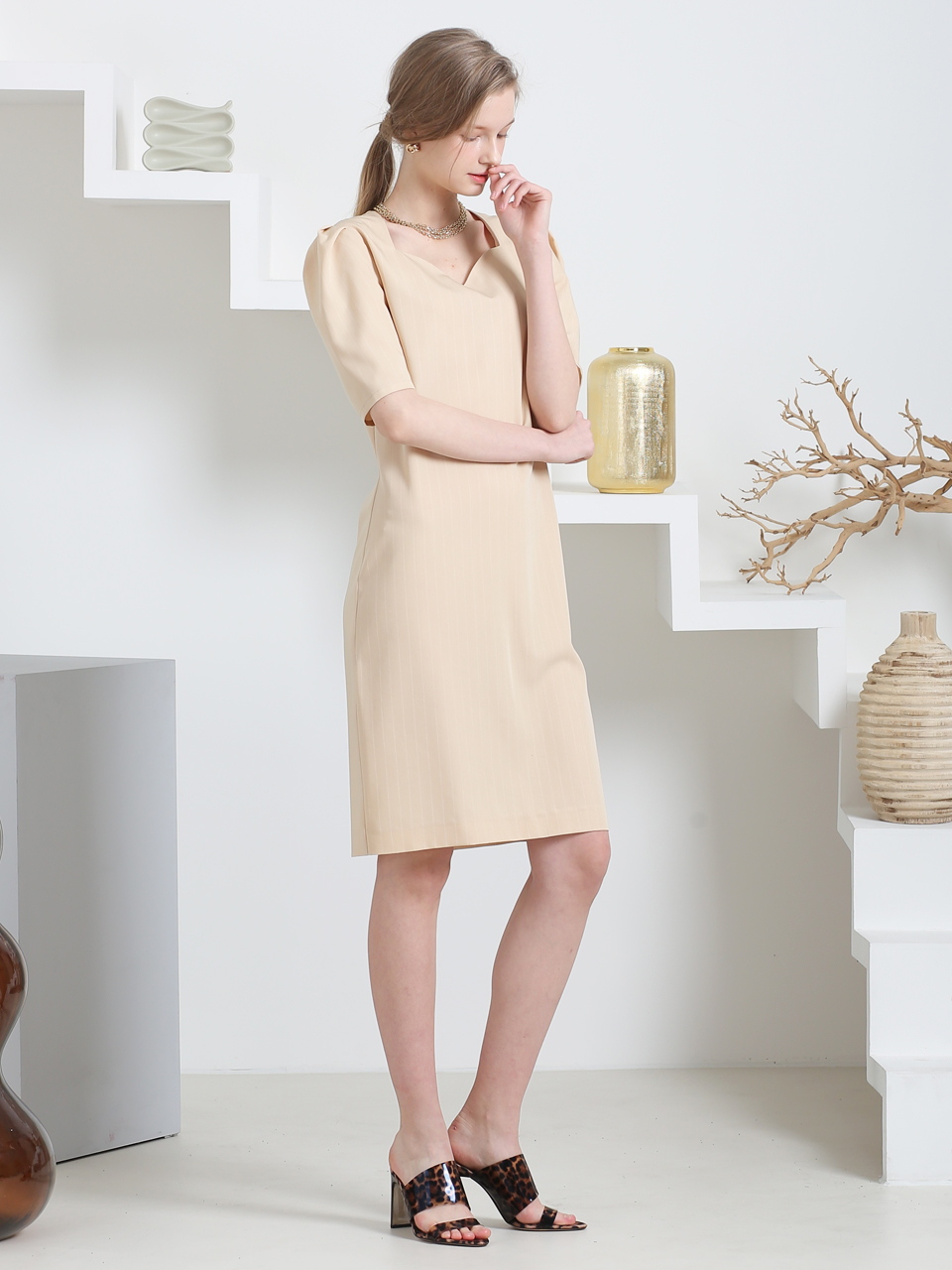 HEART LINE NECK STRIPED H-DRESS(LIGHT BEIGE)