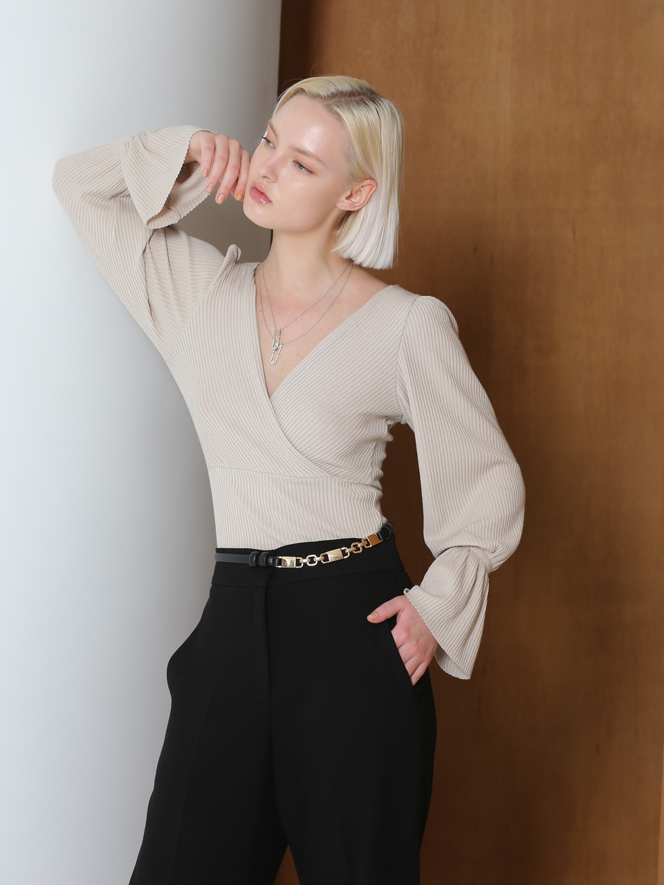 WLAP RIBBED SHIRRING BLOUSE (LIGHT BEIGE)