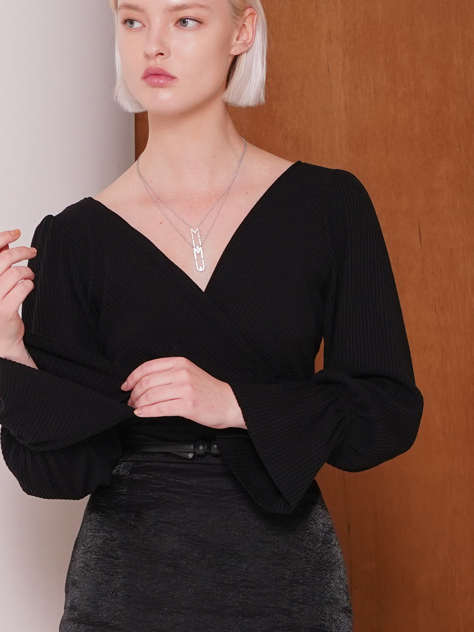 WLAP RIBBED SHIRRING BLOUSE (BLACK)
