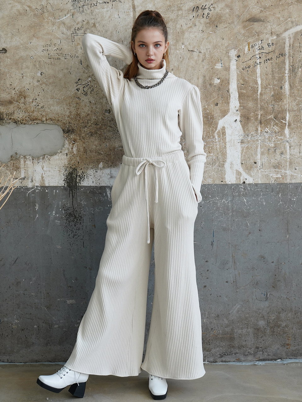 Cozy brushed-back cotton wide pants (white)