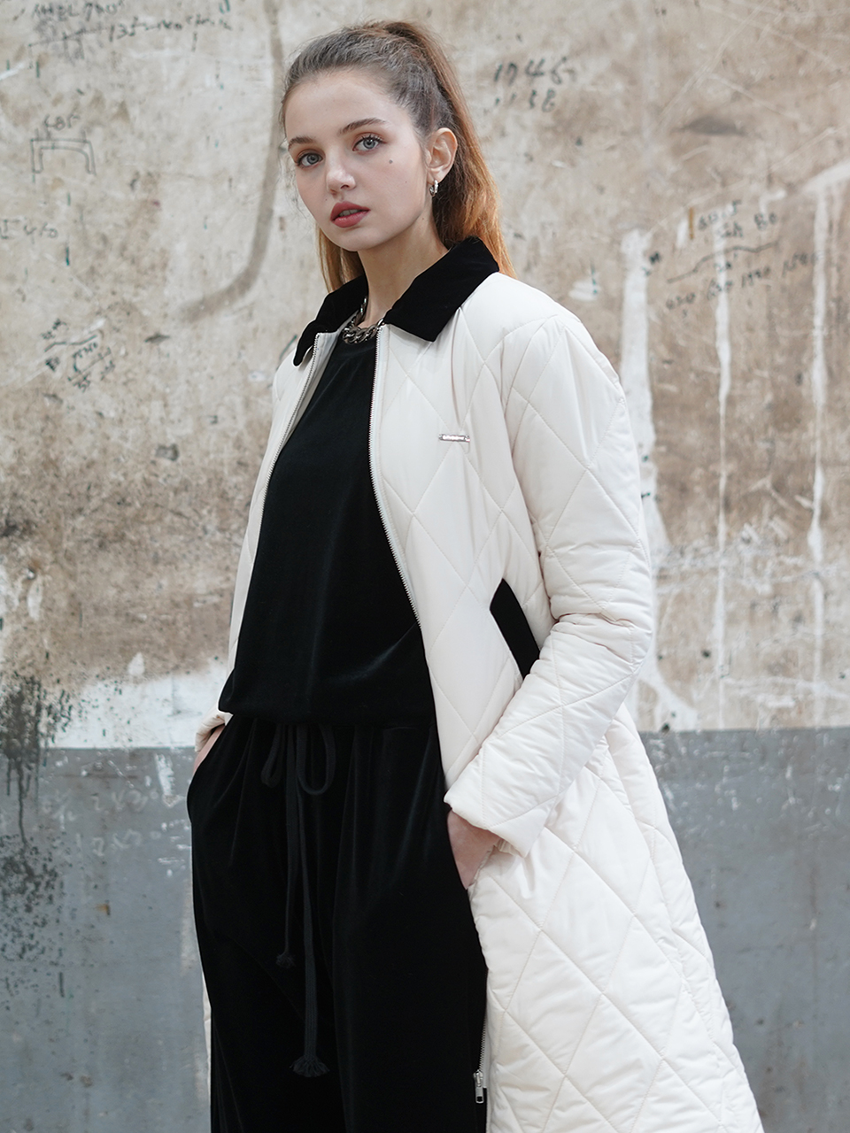Diamond-quilted padded coat (IVORY)